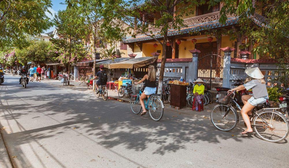Vietnam-Group-Tour-Vietnam-Explorer-Tours-&-Travel-Best-Vietnam-Small-Group-Tours-Adventure-Travel-Vietnam-Holiday-Package-Guided-Group-Tours-and-Gap-Year-Adventure-Grabatour-Travel