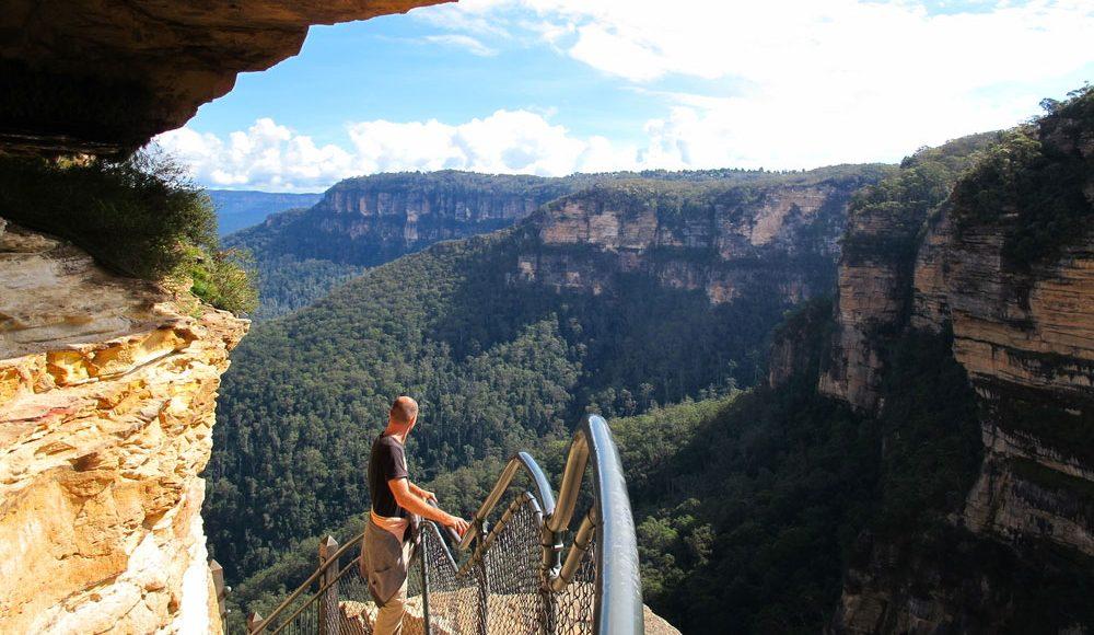Blue-Mountains-Hiking-View-Three-Sisters-from-Scenic-World-Central-Coast-Road-Trip-Sydney-New-South-Wales-Australia-Sydney-Gap-Year-Adventure-Tour-Australia-Katoomba-Grabatour-Travel