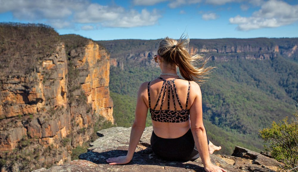 Blue-Mountains-Overlooking-Three-Sisters-from-Scenic-World-Central-Coast-Road-Trip-Sydney-New-South-Wales-Australia-Sydney-Gap-Year-Adventure-Tour-Australia-Road-Trip-Grabatour-Travel