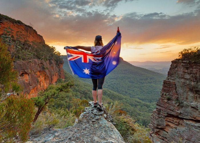 Blue-Mountains-Sunrise-Sunset-View-Three-Sisters-from-Scenic-World-Central-Coast-Road-Trip-Sydney-New-South-Wales-Australia-Sydney-Gap-Year-Adventure-Tour-Australia-Katoomba-Grabatour-Travel