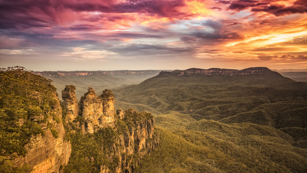 Blue-Mountains-Sydney-New-South-Wales-Australia-Central-Coast-Road-Trip-Port-Stephens-Surfing-Sand-Dune-Sydney-Gap-Year-Adventure-Tour-Australia-Road-Trip-Grabatour-Travel