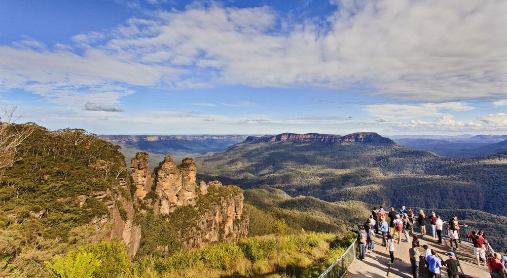 Blue-Mountains-Tour-View-Three-Sisters-from-Scenic-World-Central-Coast-Road-Trip-Sydney-New-South-Wales-Australia-Sydney-Gap-Year-Adventure-Tour-Australia-Katoomba-Grabatour-Travel