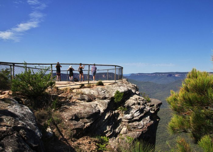 Blue-Mountains-View-Sydney-Australia-Tour-from-Sydney-Blue-Mountains-National-Park-Wentworth-Falls-Waterfall-Guided-Group-Tours-and-Central-Coast-Road-Trips-Grabatour-Travel
