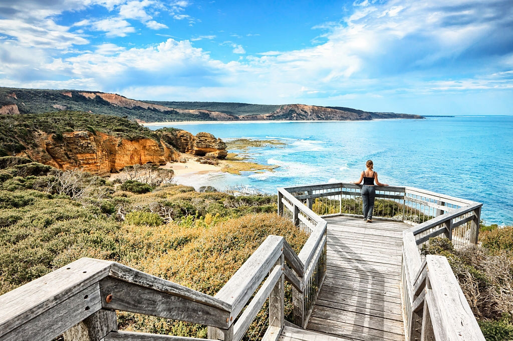 Melbourne-Great-Ocean-Road-Trip-South-Australia-Iconic-12-Apostles-towering-Travelling-in-Melbourne-Australia-Work-and-Travel-Working-Holiday-Tour-Backpackging-in-Australia-Melbourne-Grabatour