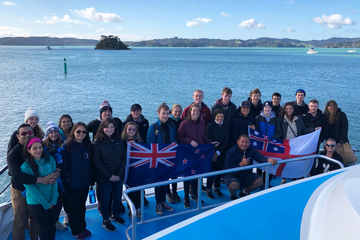 New-Zealand-Gap-Year-Adventure-Hole-in-the-rock-CruiseNorthern-Adventure-Tour-New-Zeland-Adventure-Tours-NZ-Tours-&-Travel-Kiwi-Small-Group-Tours-Gap-Year-Tour-in-New-Zeland-Grabatour-Travel