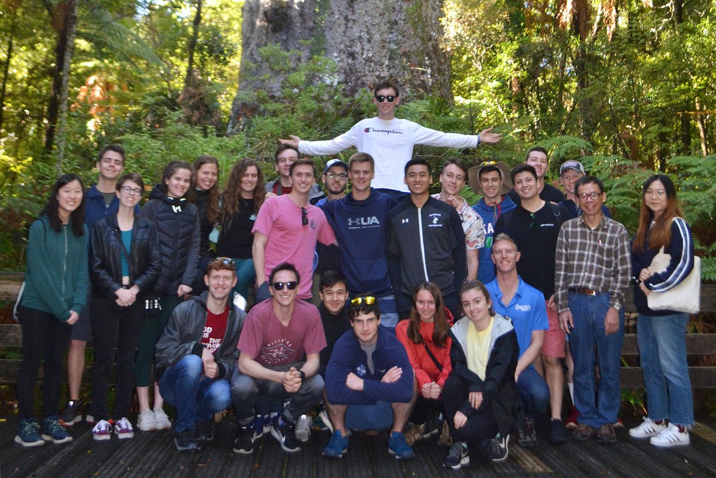 New-Zealand-Gap-Year-Adventure-Tane-Mahuta-Northern-Adventure-Tour-New-Zeland-Adventure-Tours-NZ-Tours-&-Travel-Kiwi-Small-Group-Tours-Gap-Year-Tour-in-New-Zeland-Grabatour-Travel